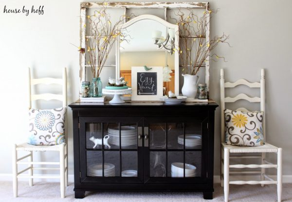I love the way everything is layered on this console table - gorgeous! kellyelko.com