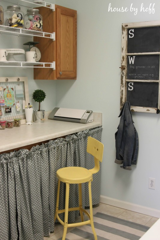 Love this laundry room / craft room combo kellyelko.com