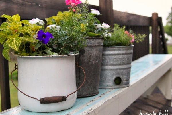 Every garden needs rusty old planters! kellyelko.com