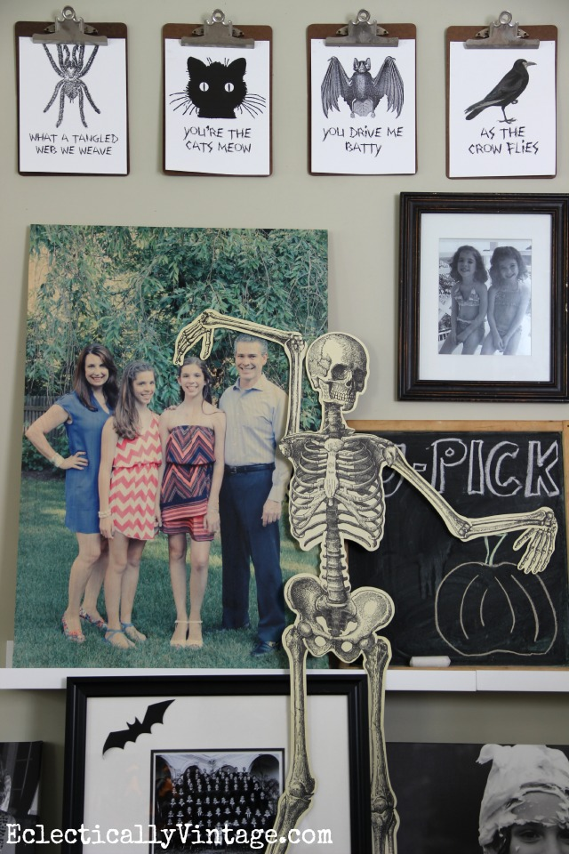 Love the FREE Halloween printables on this gallery wall and the clipboard display kellyelko.com