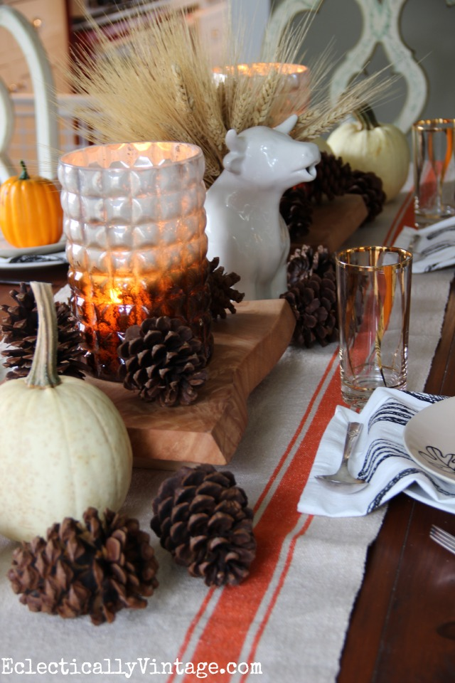 Love this fall table - from the cow pitcher wheat centerpiece to the vintage glasses ... kellyelko.com