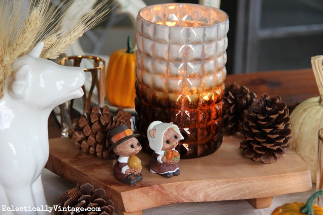 Love this rustic fall centerpiece with pinecones and that cute squirrel salt and pepper set! kellyelko.com