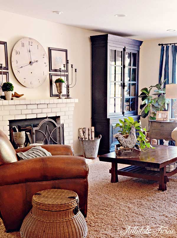 Casual family room - love all of the different tones and textures kellyelko.com