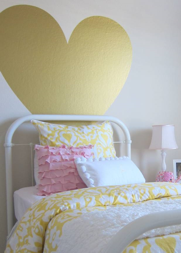 I LOVE this big gold heart in this cute girls bedroom kellyelko.com