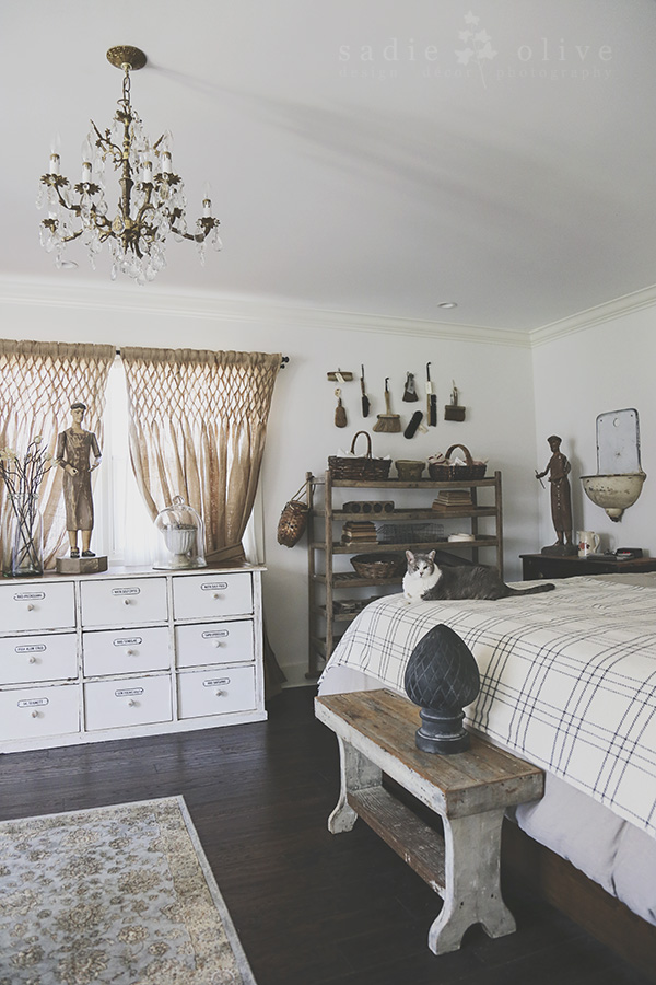 Eclectic Home Tour of Sadie Olive - gorgeous neutrals to show off amazing vintage finds and collections kellyelko.com