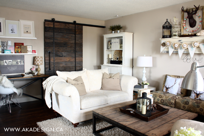 Love this neutral living room and that amazing DIY rolling barn door! kellyelko.com