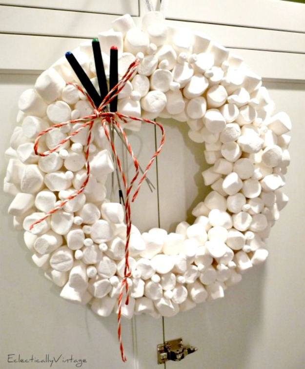 Make a Marshmallow Wreath eclecticallyvintage.com