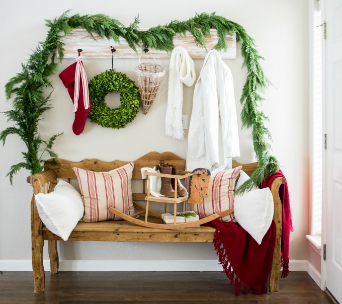 festive christmas entryway love the fresh garland eclectiallyvintagecom