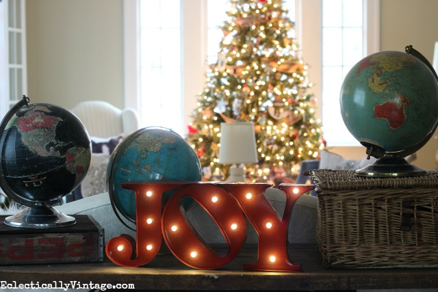 Love this fun joy marquee sign - Joy to the World for Christmas! kellyelko.com