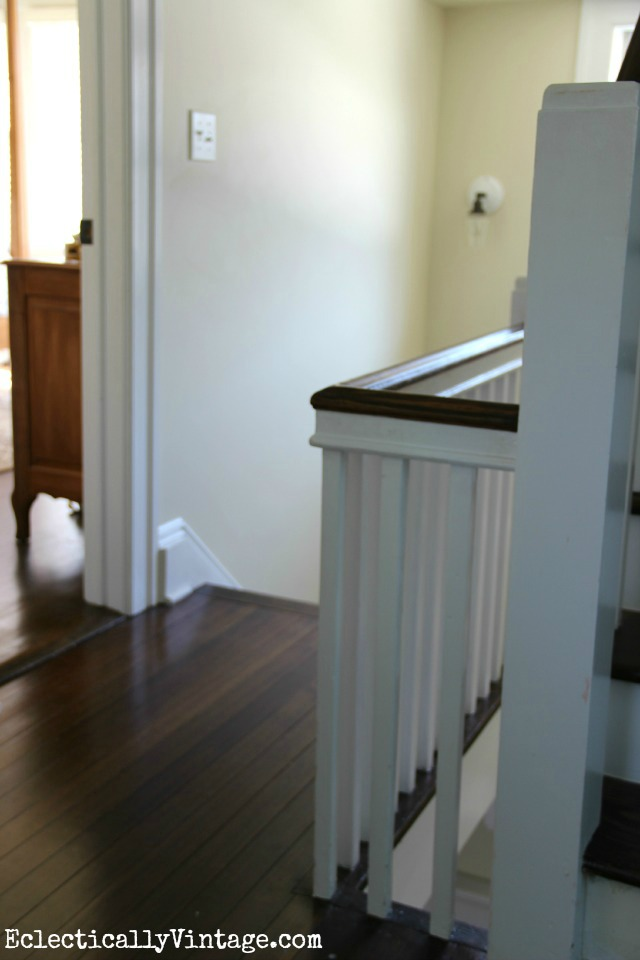 Blank staircase wall before kellyelko.com #DamageFreeDIY