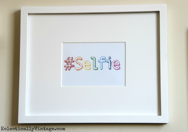 Free Selfie Printable - and a fun Selfie Family Gallery Wall kellyelko.com #DamageFreeDIY