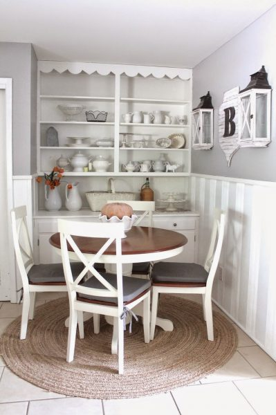 Love the open shelves in this dining nook kellyelko.com