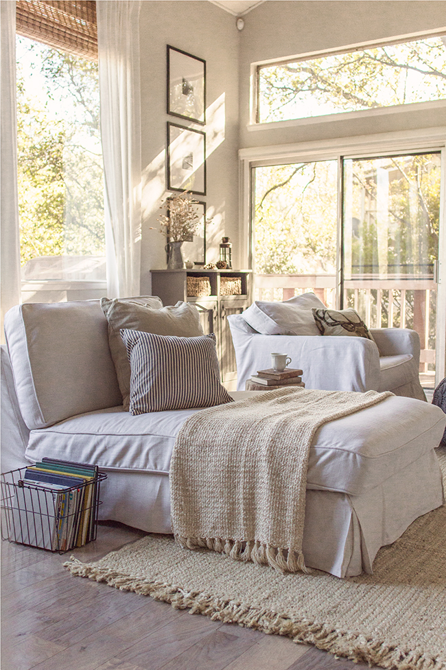 Cozy reading nook with tons of natural light - you have to see this home tour eclecticallyvintage.com
