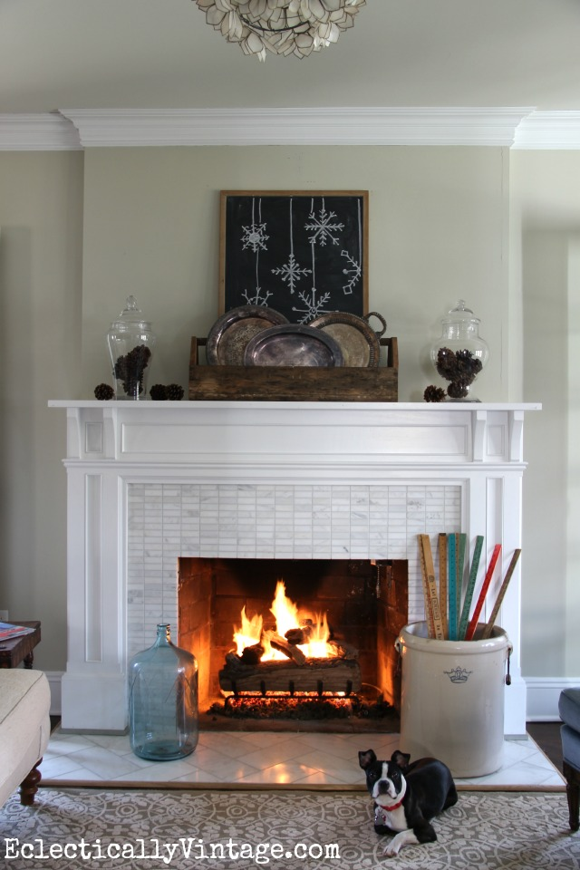 Love the simplicity of this vintage rustic winter mantel! kellyelko.com