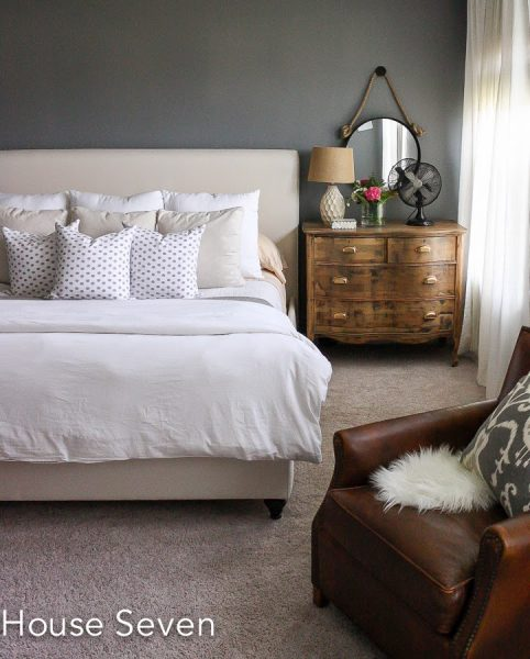 Grey bedroom with neutral bedding kellyelko.com