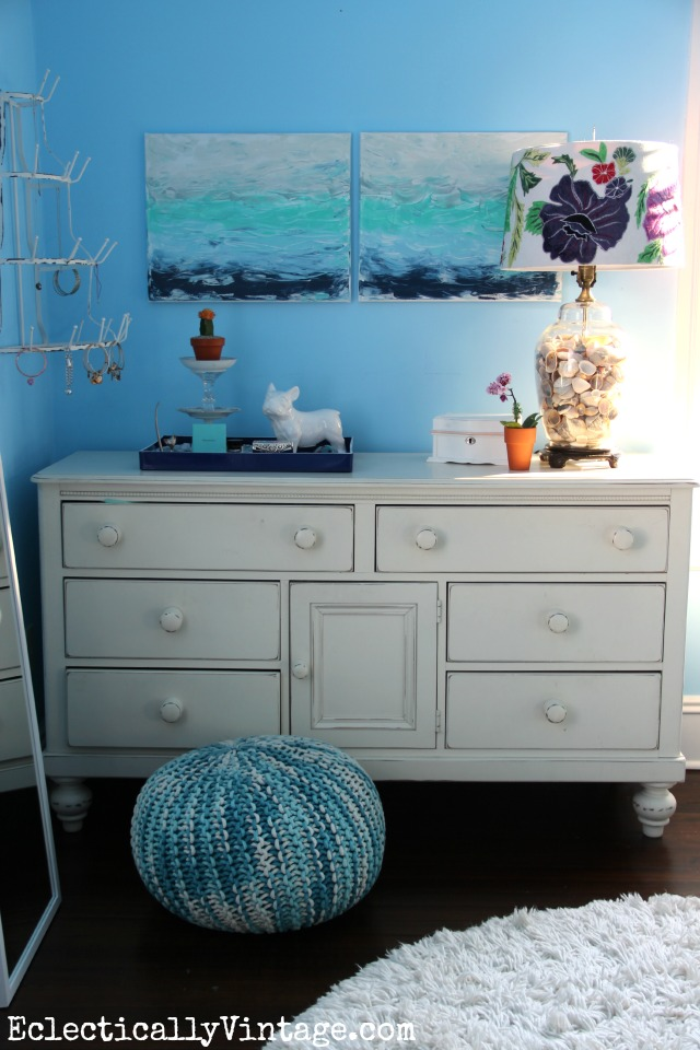 Learn to make this DIY abstract art that reminds me of the ocean kellyelko.com