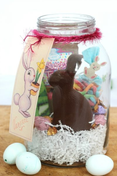 Easter in a Jar with FREE Bunny Gift Tag Printable eclecticallyvintage.com