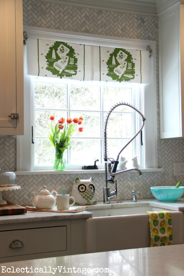 Make this DIY Dish Towel Window Treatment - love how it brighten up this kitchen window kellyelko.com #DamageFreeDIY