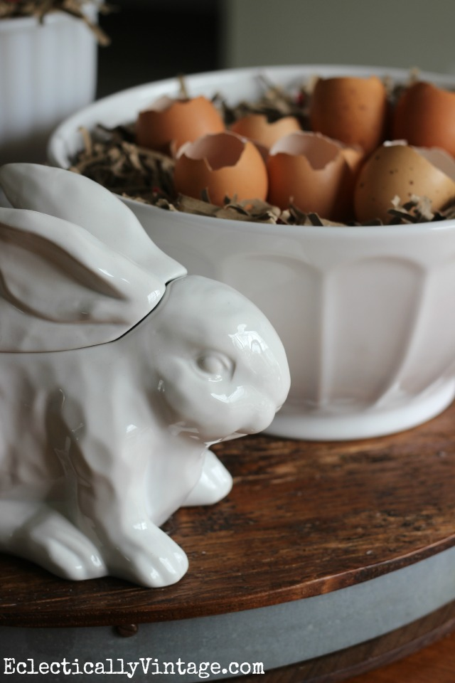 Such a cute Easter centerpiece using natural eggs and a cute little bunny kellyelko.com