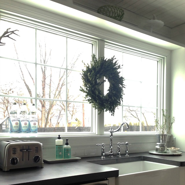 Love the huge window above the kitchen sink and the display shelf above kellyelko.com