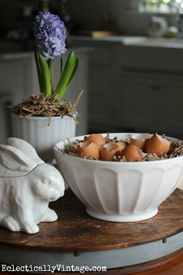 Natural egg decorating ideas - love the simplicity of using speckled brown eggs as a spring or Easter centerpiece kellyelko.com