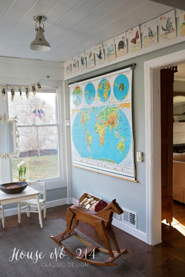 How cute is this playroom with the vintage school map kellyelko.com