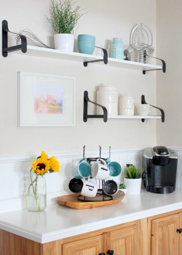Love the brackets on these open kitchen shelves kellyelko.com
