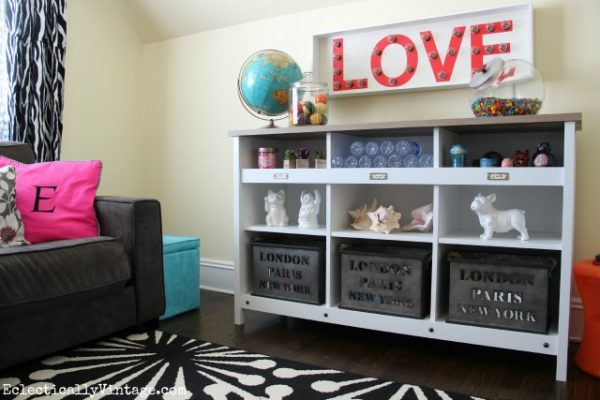 Love this fun teen area and the storage cubbies eclecticallyvintage.com