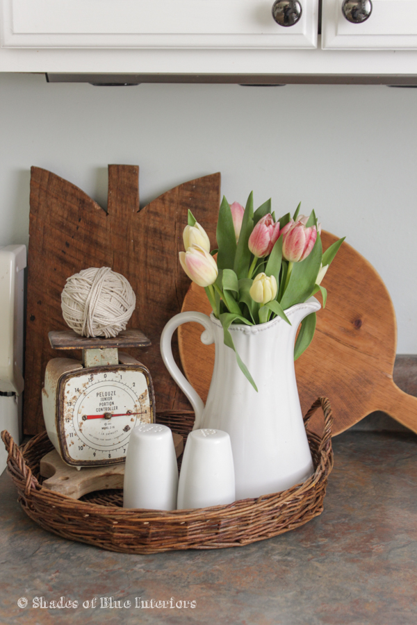 Cutting boards, tulips and vintage finds in the kitchen kellyelko.com
