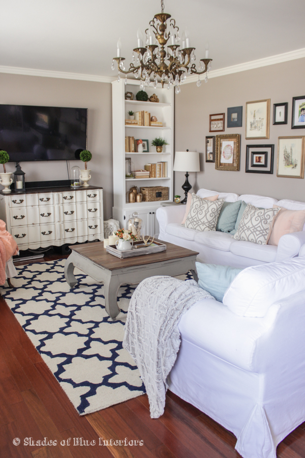 Love the white slipcovered sofas in this neutral living room kellyelko.com
