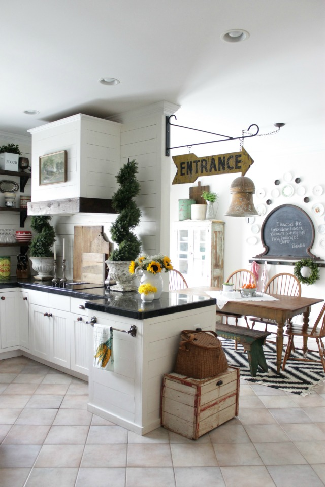 Love this charming cottage kitchen kellyelko.com