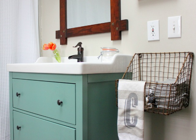 Love the wire crate used as a towel holder and the blue bathroom vanity kellyelko.com