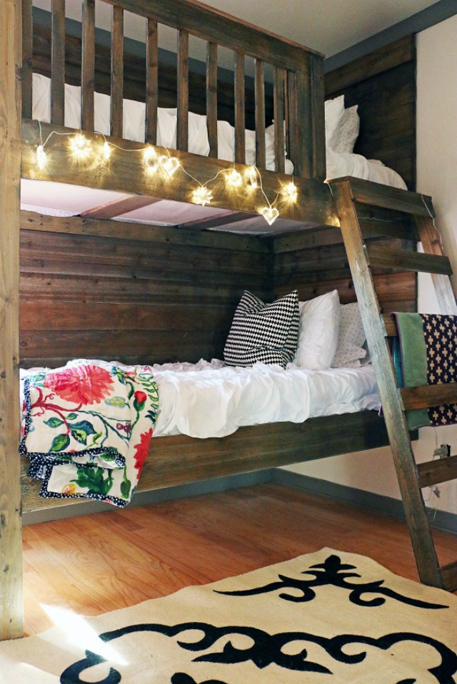 How fun are these DIY bunk beds kellyelko.com