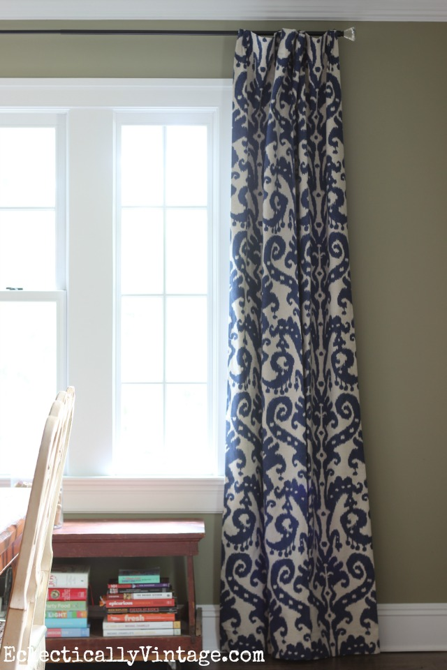 Wow - what a difference curtains make in a dining room! kellyelko.com