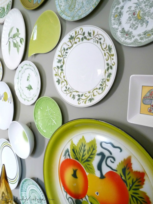 Love this plate wall with invisible plate hangers - see how to make your own kellyelko.com