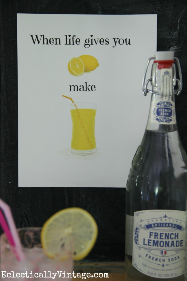 Love this fun FREE summer printable - When Life Gives You Lemons kellyelko.com