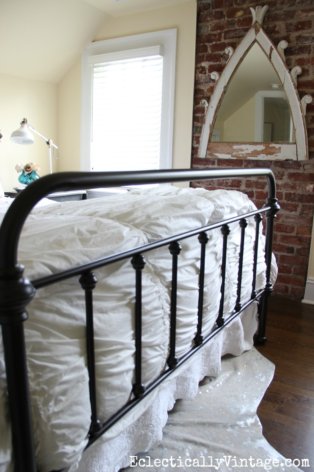 Love this vintage style iron bed kellyelko.com