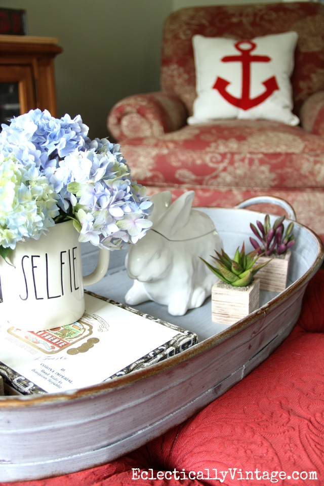 Love the huge tray on this red ottoman - perfect for display kellyelko.com