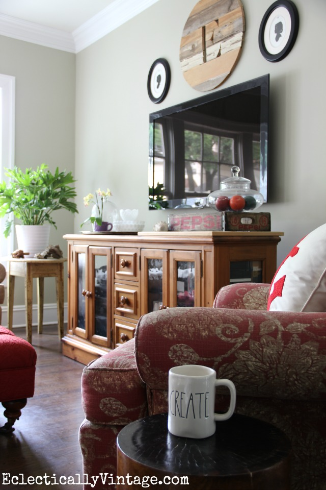 Love this cozy family room in neutrals with pops of red kellyelko.com