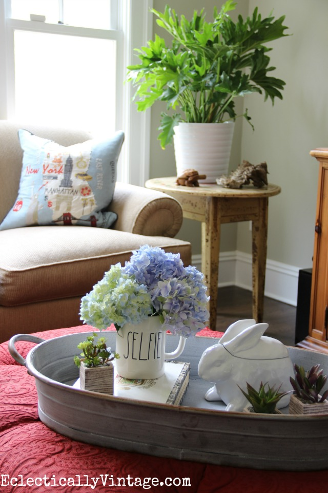 Love this bright and cheery family room, the tray on the ottoman and that gorgeous plant kellyelko.com