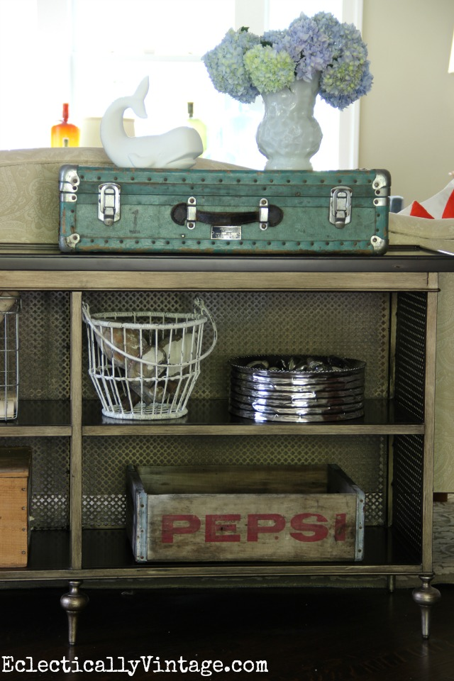 Love this console table display eclecticallyvintage.com