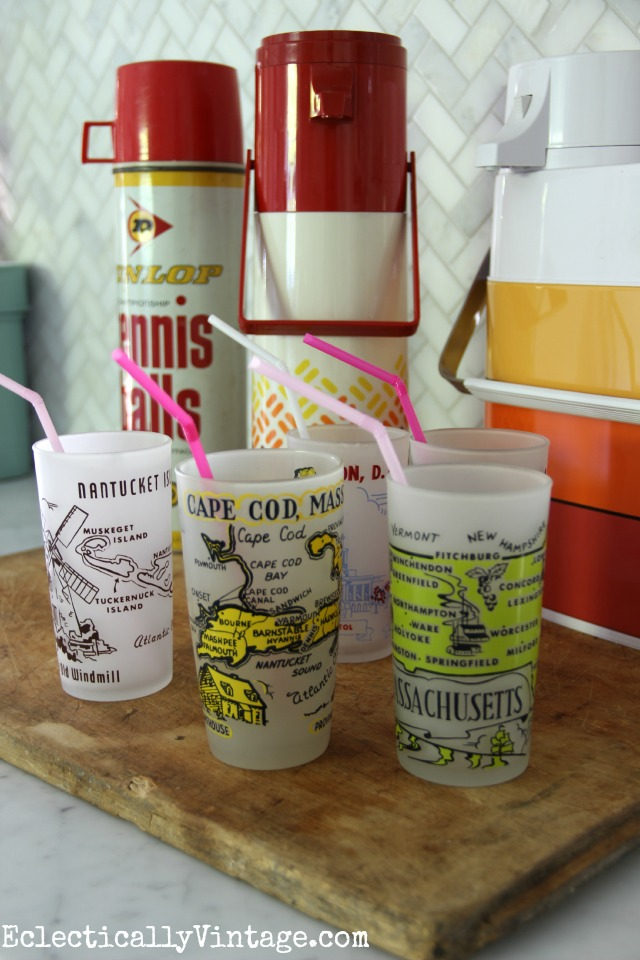 Love these vintage thermos and state glass collections kellyelko.com