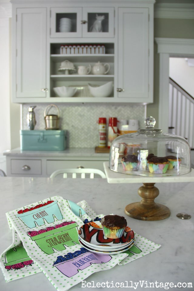 Love this summer home tour - it's bright, fun, eclectic and gorgeous! kellyelko.com