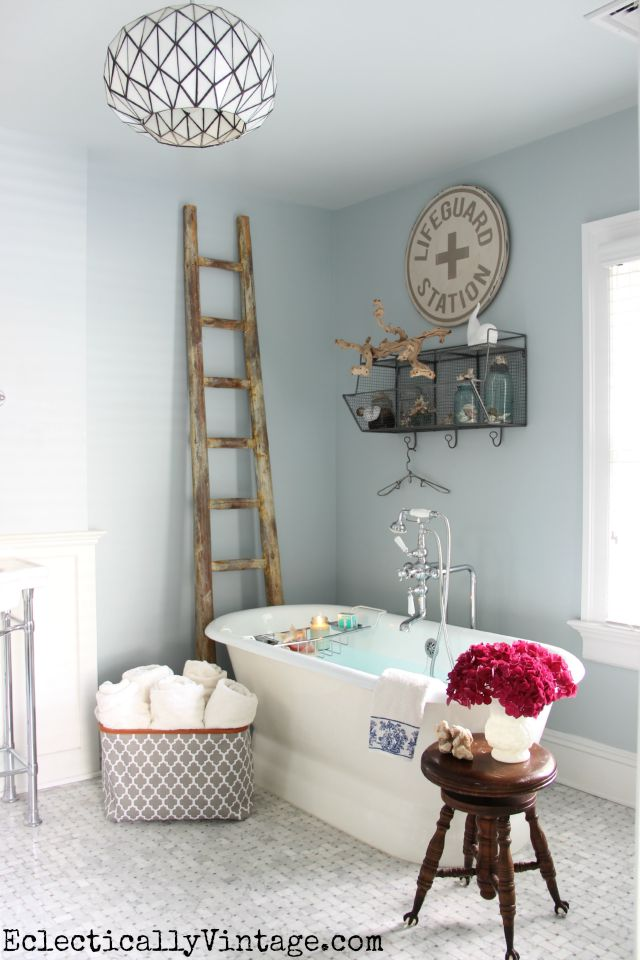 Love these master bathroom decor ideas! The carrara marble floor and the light fixture are gorgeous kellyelko.com