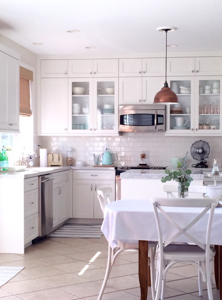 Eclectic Home Tour - love this cozy home tour filled with neutral farmhouse flair kellyelko.com
