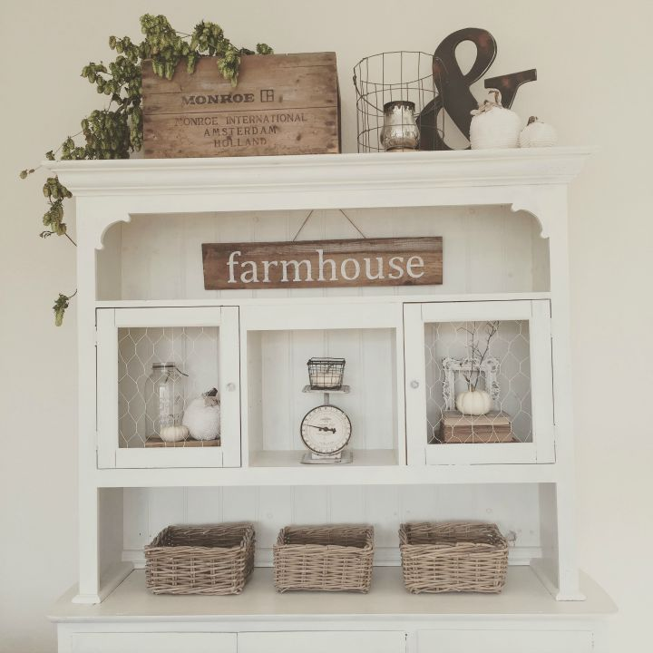 Love this farmhouse hutch for fall