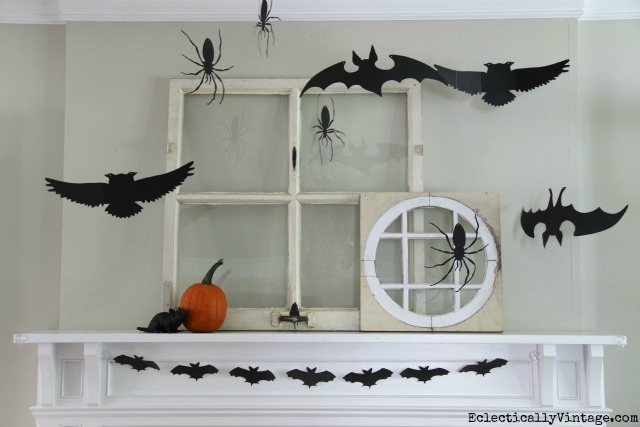 Love this 3 dimensional Halloween mantel! kellyelko.com