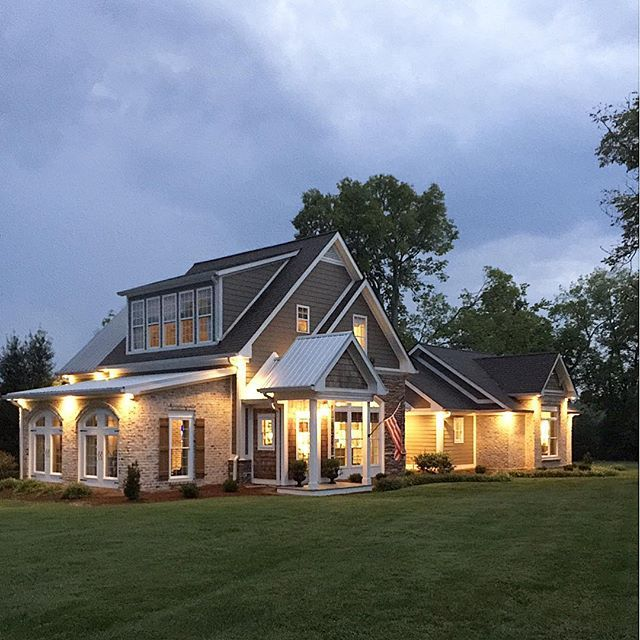 Love this farmhouse lit up at night eclecticallyvintage.com