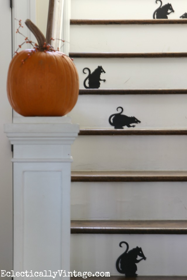 Love this Halloween rat staircase - the silhouettes are so fun kellyelko.com