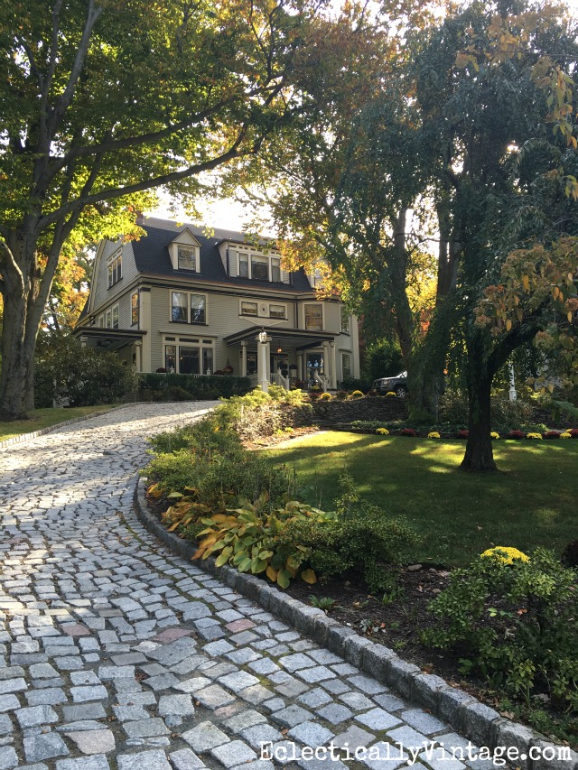 Fall Curb Appeal - 18 stunning homes with ideas to copy! Love the cobblestone driveway kellyelko.com